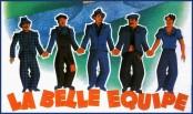 """Détail de l'affiche """"La belle équipe"""" de Julien Duviver (1936). Cinq ouvriers chômeurs parisiens, Jean, Charles, Raymond, Jacques, et un étranger, Mario, menacé d'expulsion, gagnent le gros lot de la loterie nationale. Ils décident de transformer un vieux lavoir en guinguette."""
