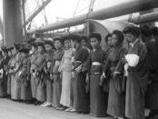 1925 - Japonaises en partance pour Angel Island aux USA