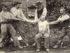 Carte postale - Coutumes, mœurs et costumes Bretons - Muzillac (Morbihan) - Un rebouteux remettant un bras démis